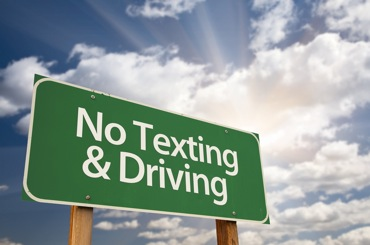 no texting and driving laws sign